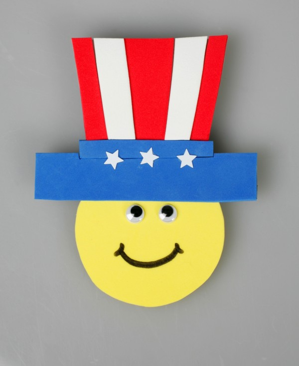 Memorial Day Crafts Celebrate Summer With a Patriotic Pin